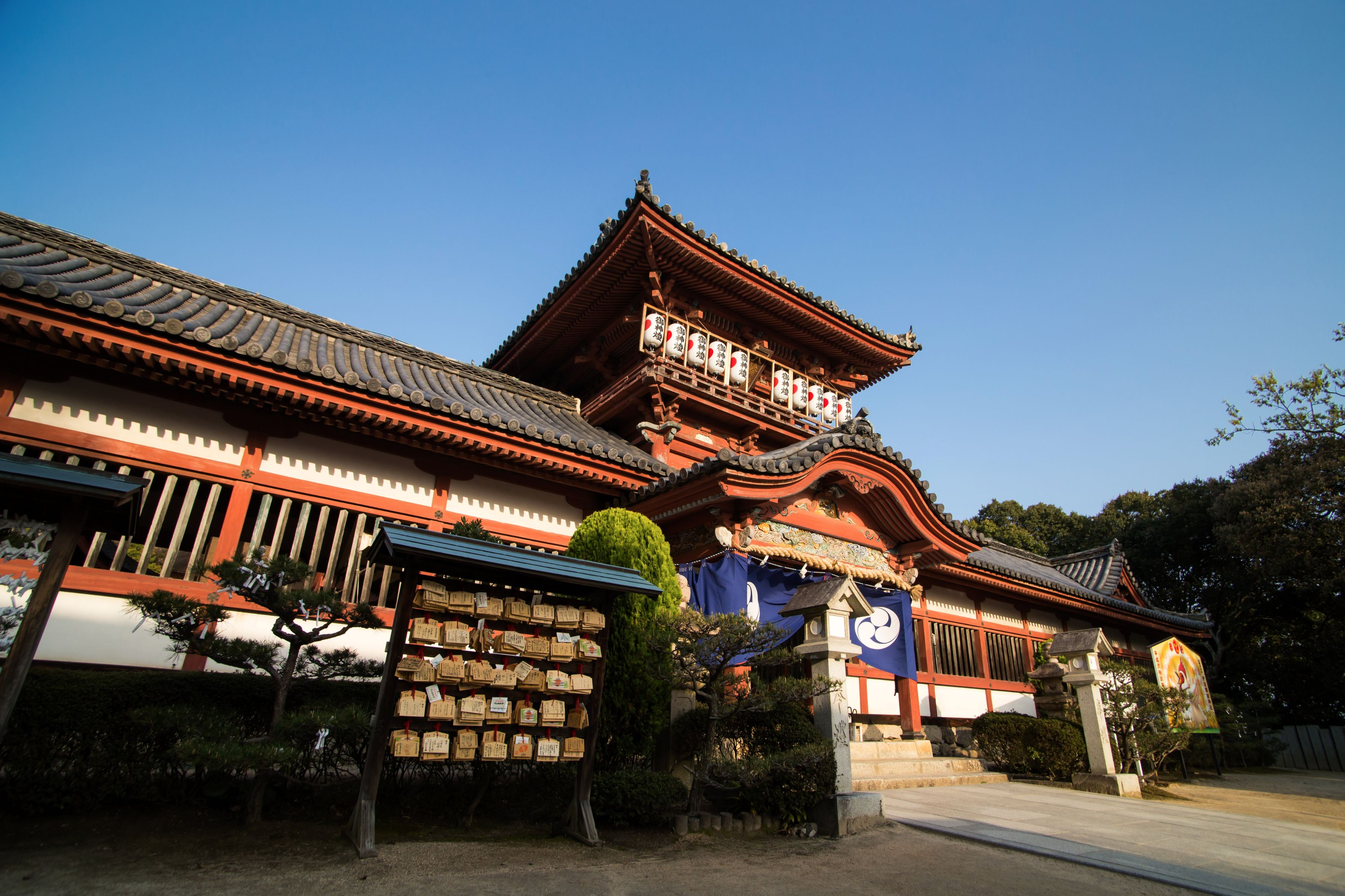 Front view of Isaniwa Shrine